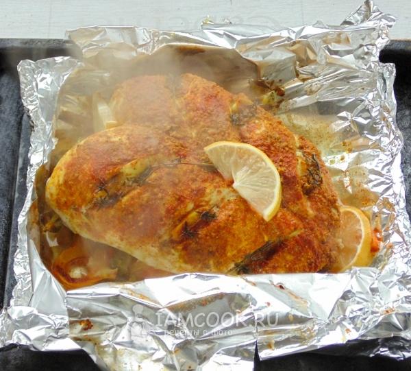 Такие рулеты из куриной грудки станут отличной альтернативой ужина или обеда, при этом блюдо выглядит оригинально и вкус нисколько не разочарует.